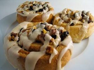 Sticky Vegan Cinnamon Rolls