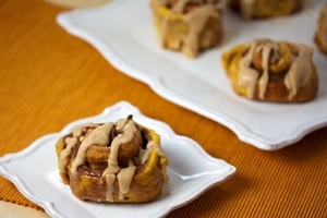 Vegan Pumpkin Cinnamon Rolls with Rum Spice Icing